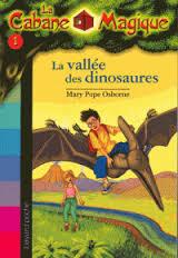 LA CABANE MAGIQUE 1: LA VALLEE DES DINOSAURES Paperback MINI